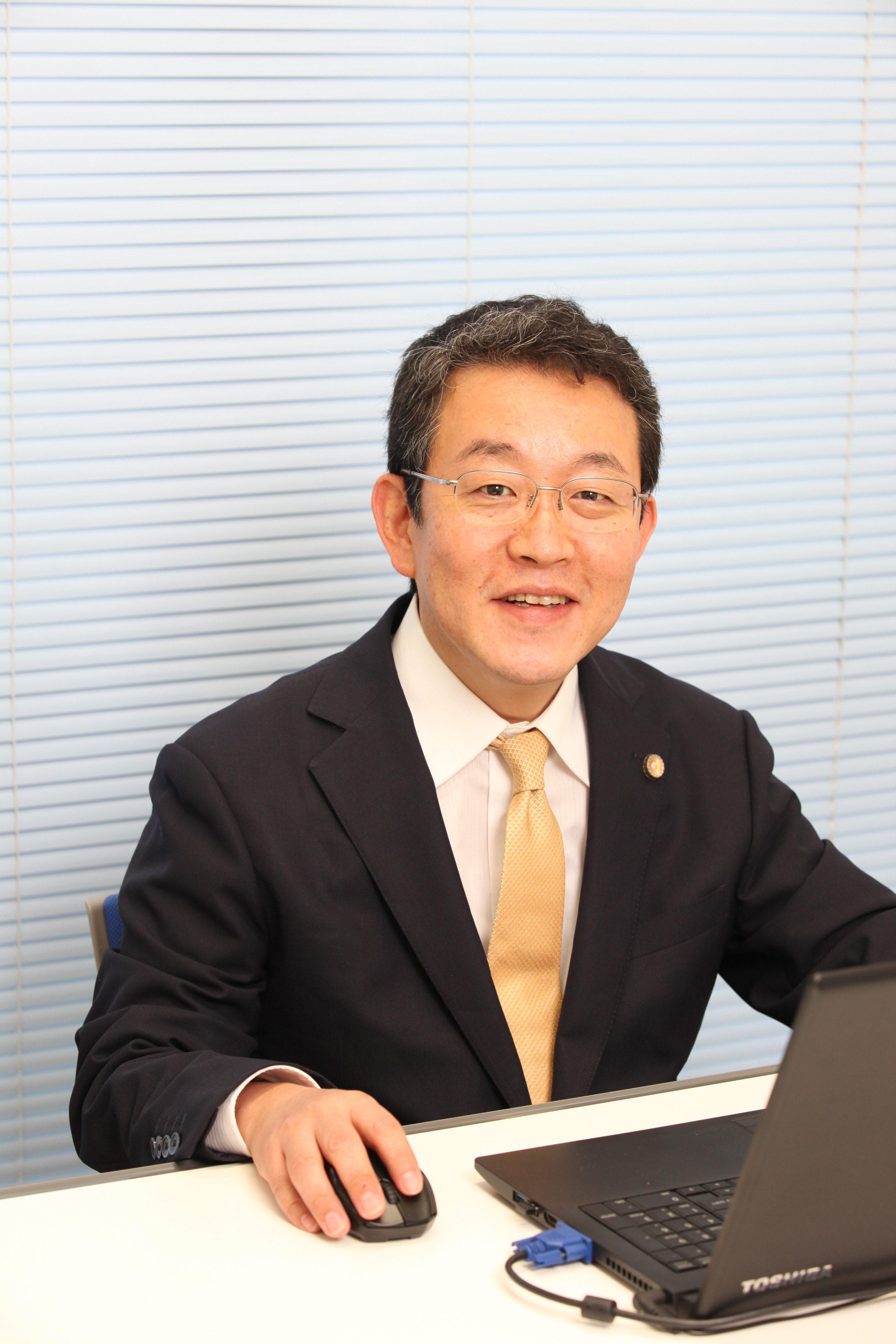 嘉多山弁護士の写真です